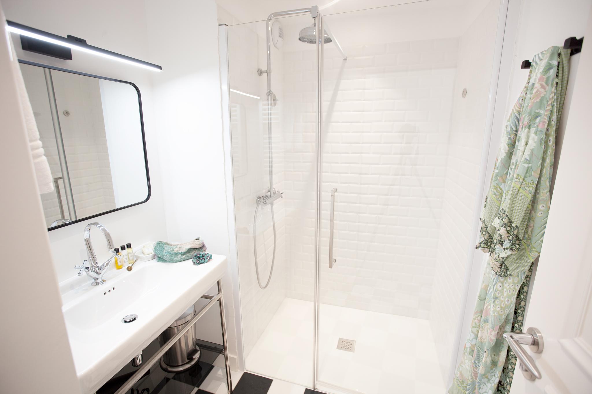 Salle de bain du 3 pièces côté jardin